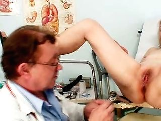 Gynecology Physician Probe Examines Very Old Matures Cooch Sofie