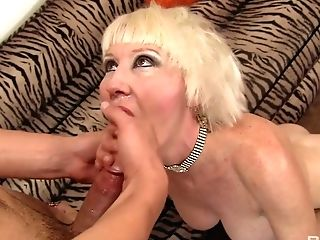 Big Tittied Matures Bitch Dalny Is Fucked By One Hot Blooded Student