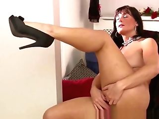 Amatuer Matures Mommy Lelani Tizze Masturbates In A Sundress