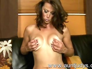 Sexy Mummy Mimi Moore Finger Fucks Her Cootchie