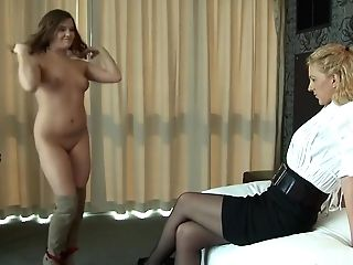 Horny Cougar Ordered Youthfull Black-haired To Slurp Her Raw Slit