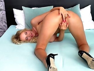Slender Lengthy Haired Blonde Florane Russell Spreads Gams Broad Open For Getting Off